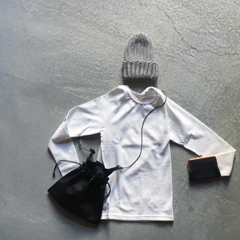 *必要最低限の持ち物が収納できて両手が空くショルダータイプの少し小さめバッグが人気です。Damasquinaのバッグは用途やシーンに合わせてアレンジが効くので普段の生活に溶け込みます。これからの季節は和紙糸で編み上げたオリジナルのニット帽とあわせてカジュアルにお使い頂くのがお勧めです。お気に入りを纏い季節を楽しみましょう。詳しくはWEB SHOPをご覧下さい。